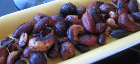 Ristede og krydrede nødder