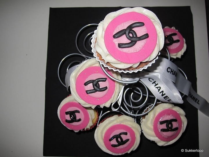 Chanel fashion Cupcakes 9